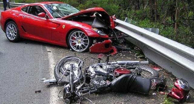 kecelakaan ferrari dan motor