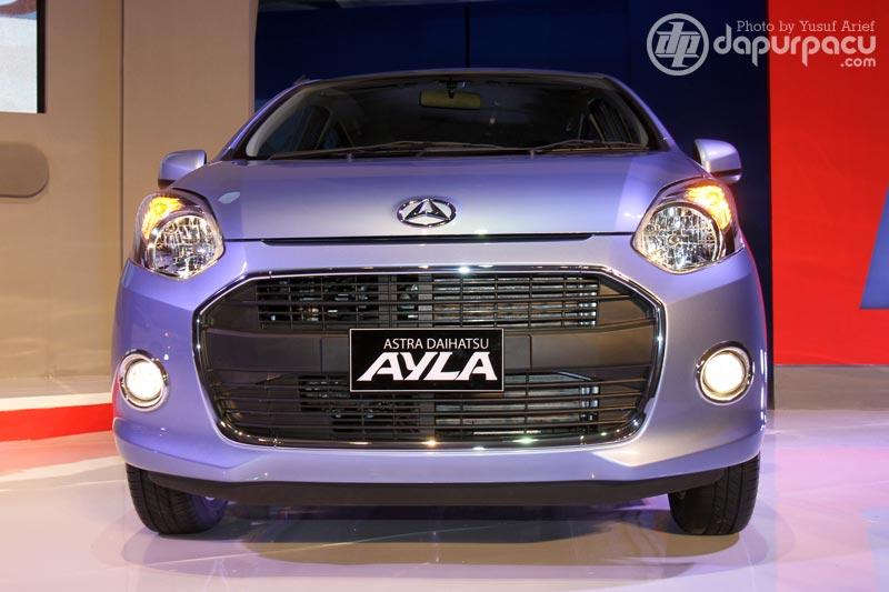 Daihatsu Ayla… Front Grill mirip Jaguar…. atau mulut Ikan KOI