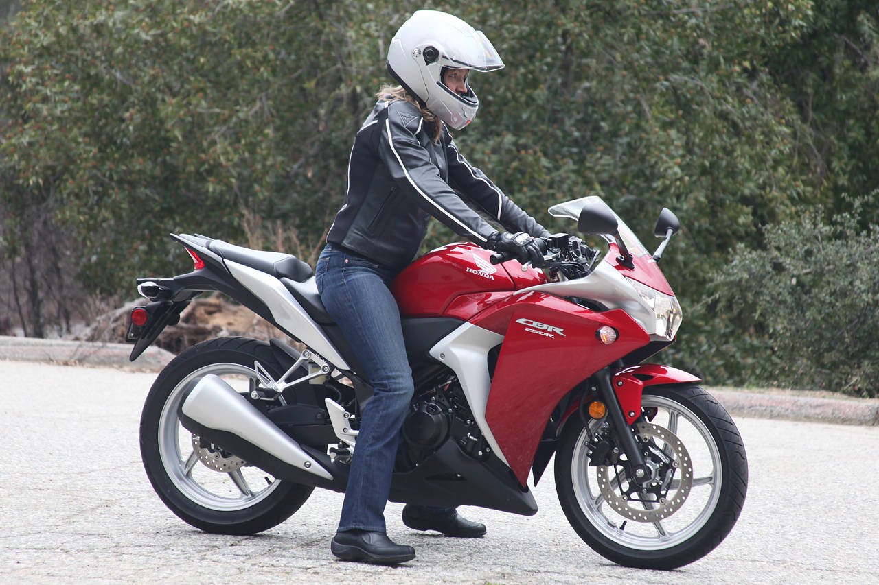 Kumpulan Gambar Wanita Naik Motor Ninja Terlengkap Dinding Motor