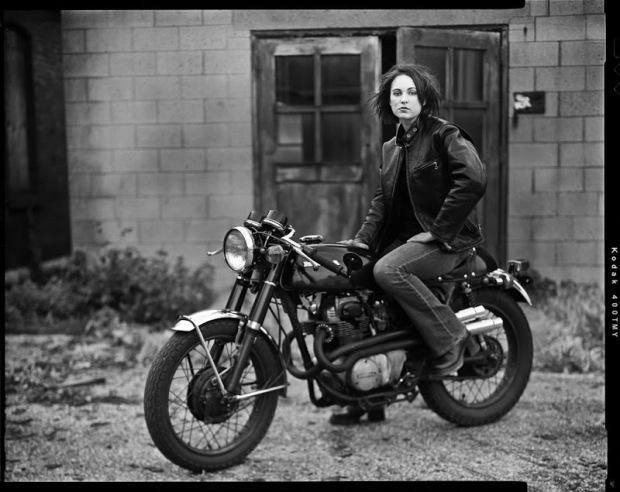CB350 honda girl (showmeabike.blogspot.com)