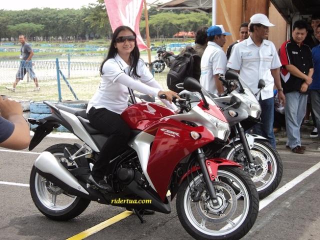 CBR250 girl