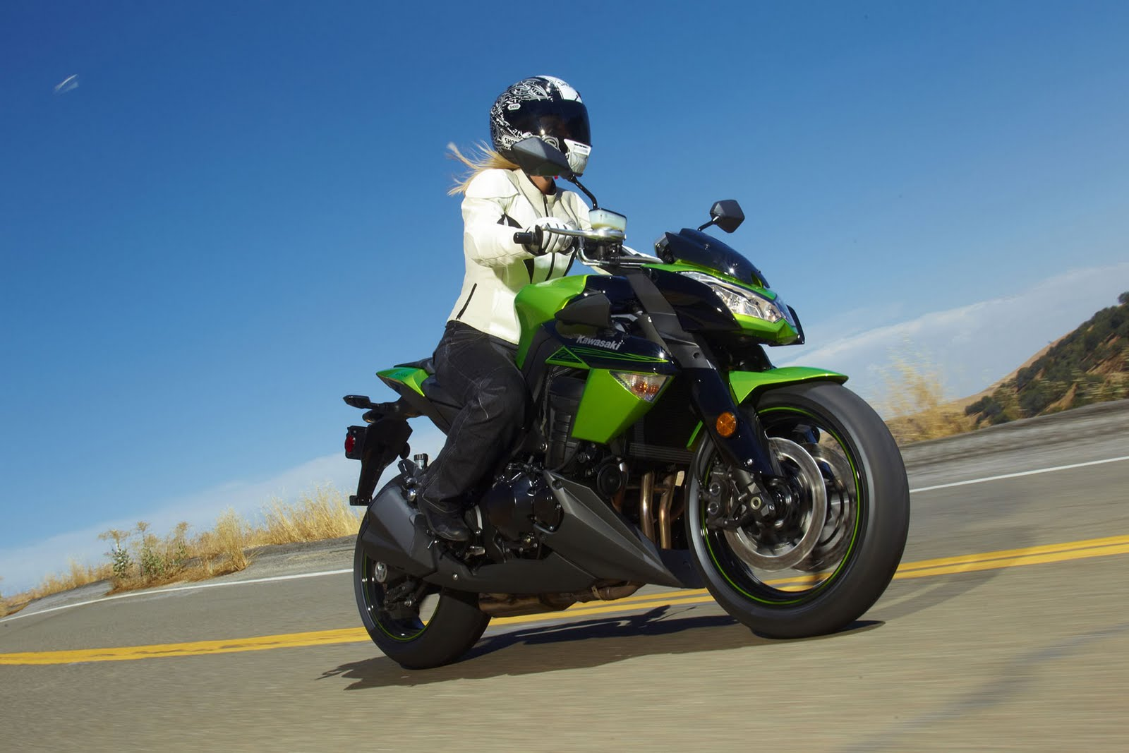 Kawasaki Z1000 girl