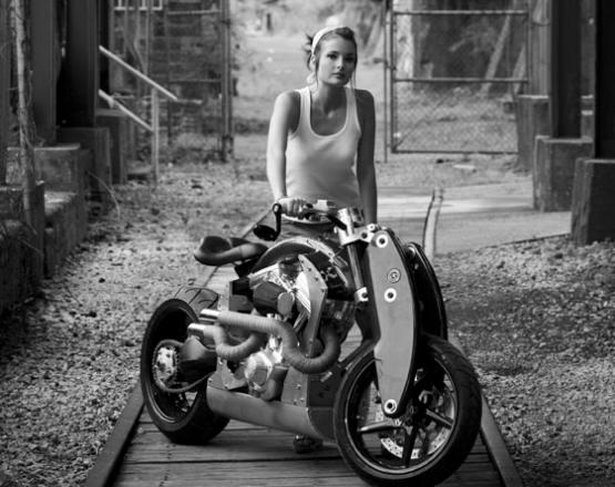 motorcycle girl(www.metricthunder.com)
