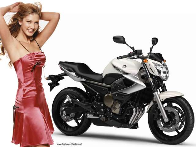 yamaha girl (www.singaporebikes.com)