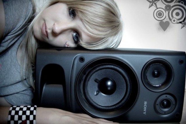 Audio-Speakers-Girls