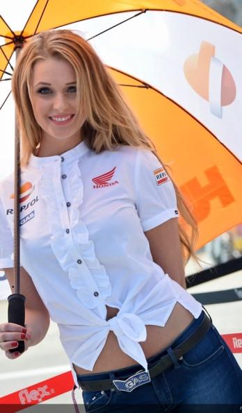 umbrella girl repsol