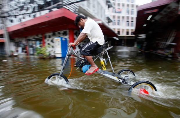 sepeda motor anti banjir