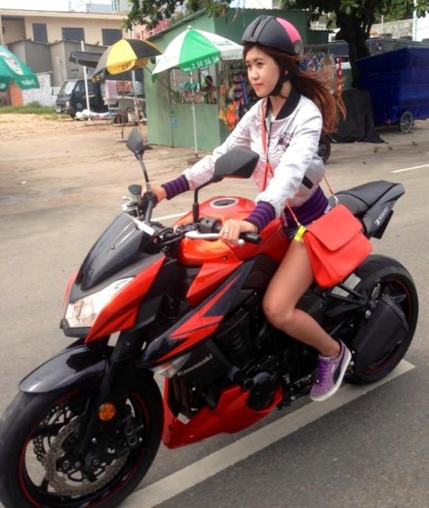amboy gadis cantik naik ninja 1000