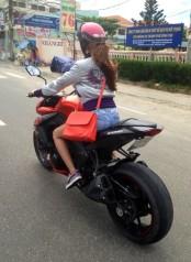 gadis cantik naik ninja 1000