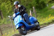 Vespa-GTS300-Super-ABS- Scooter berteknologi MotoGP