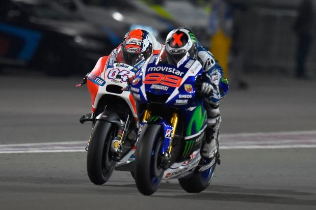 Ducati GP15 overtake Yamaha M1 Qatar 2015