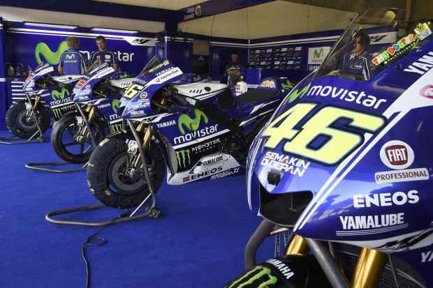 Motogp Yamaha Garage pit stop 2015