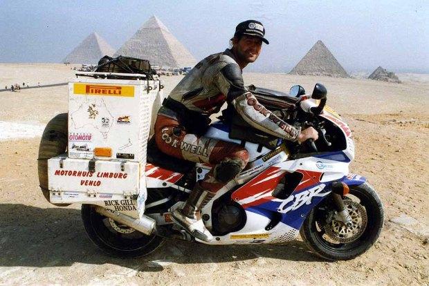 Sjaak Lucassen Pyramids-of-Giza-near-Cairo.-Egypt Fireblade