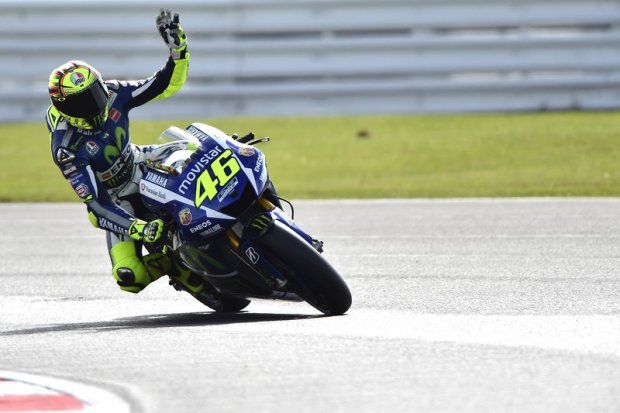 Valentino Rossi lambaikan tangan